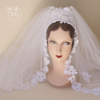 Vintage 1960s Juliet Cap Madonna Wedding Veil